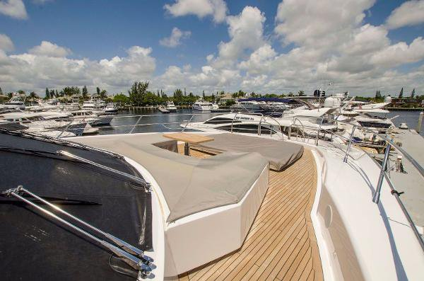 This 377.3' Sunseeker cand take up to 10 passengers around Fort Lauderdale