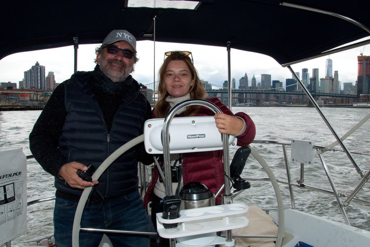 Discover Jersey City surroundings on this 38-200 Ericson boat