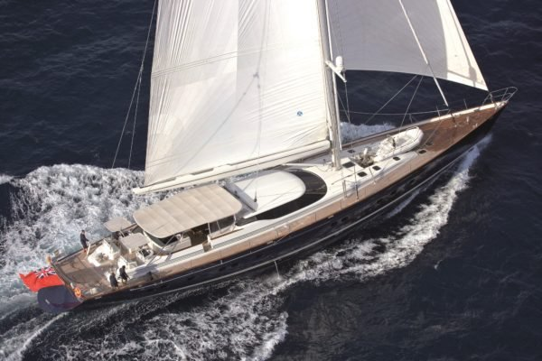 This 131.0' Pendennis cand take up to 10 passengers around Antibes