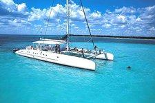 Cruise through the Mediterranean on this luxurious Fountaine Pajot  catamaran