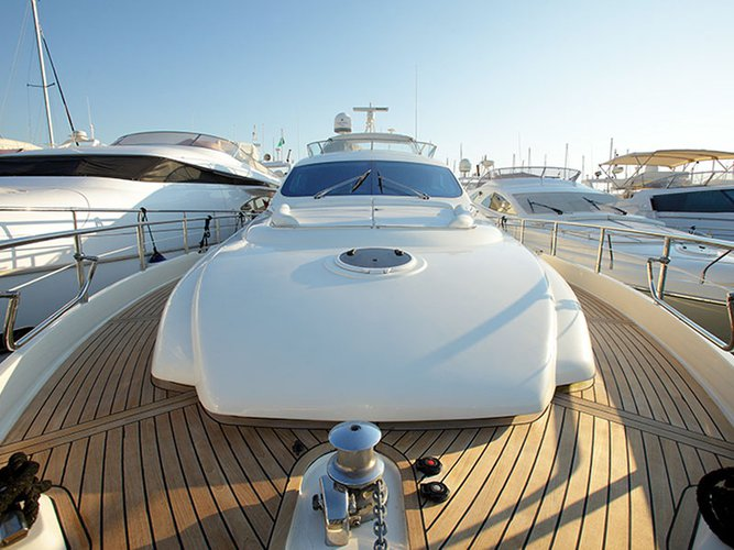 Discover Alimos surroundings on this 64 Fly Aicon boat