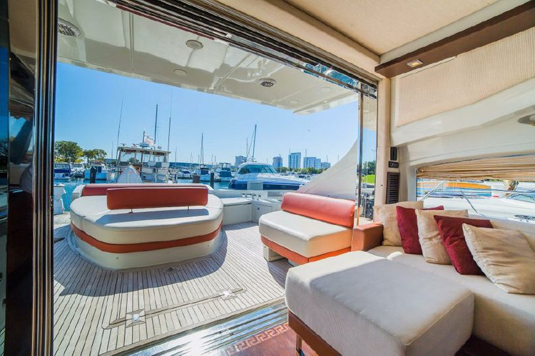 Azimut boat for rent in Chicago
