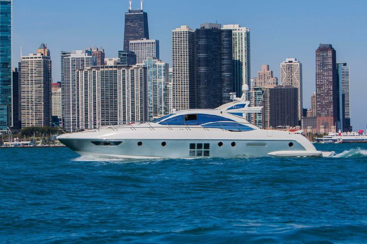 Discover Chicago surroundings on this 62s Italia Azimut boat