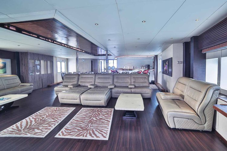 Up to 18 persons can enjoy a ride on this Motor yacht boat
