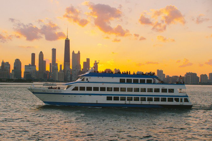Rent this party paradise yacht in Chicago, Illinois