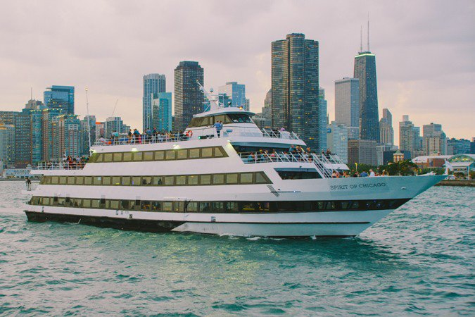 This 111.0' Custom cand take up to 600 passengers around Chicago