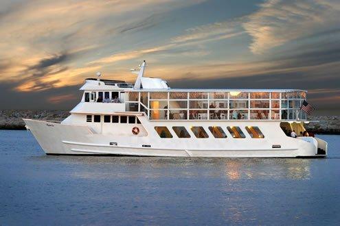 Enjoy cruising in Los Angeles on a splendid motor yacht