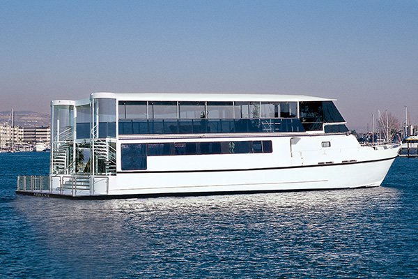Dine & wine aboard this luxurious & comfortable yacht