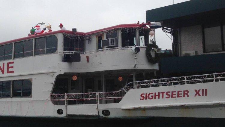 Discover New York surroundings on this Custom Custom boat