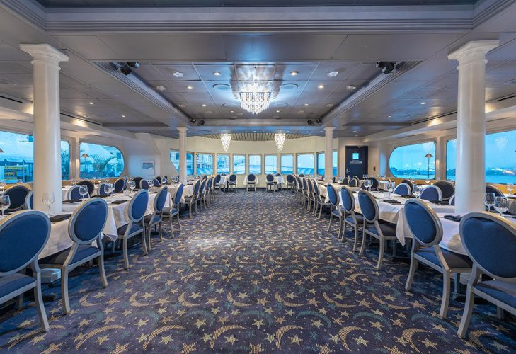 Discover Tampa surroundings on this Custom Custom boat