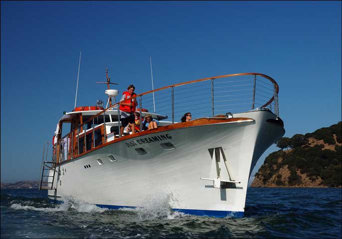 Discover San Francisco surroundings on this Custom Custom boat