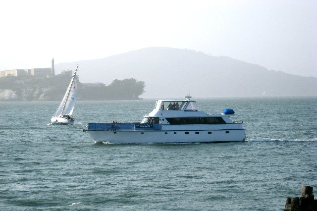 Rent a luxurious motor yacht in Sausalito, California