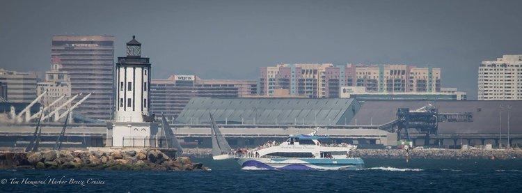 Discover Long Beach surroundings on this Custom Custom boat