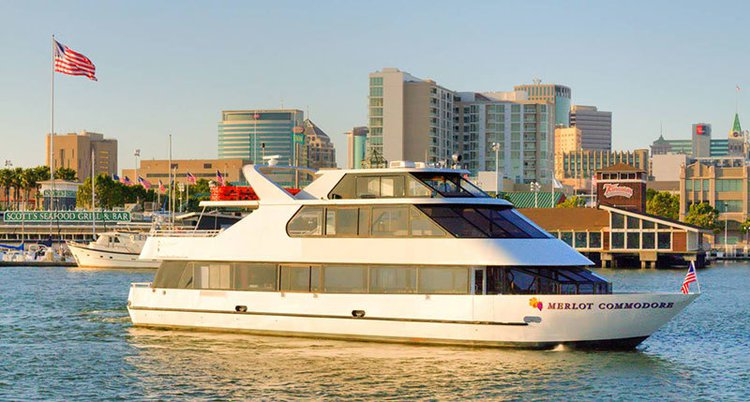 Discover Alameda surroundings on this Custom Custom boat