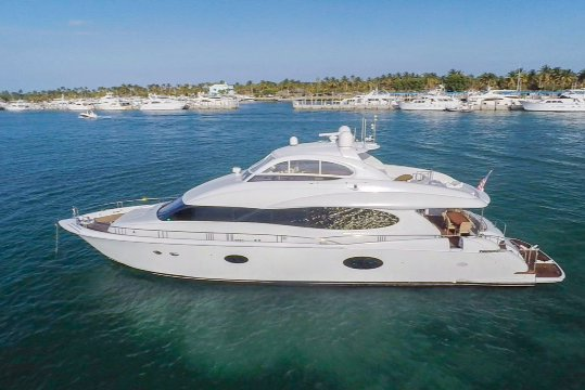 This 84.0' Lazzara cand take up to 12 passengers around MIAMI