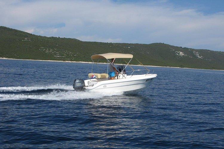 This 17.0' Primus Marine cand take up to 6 passengers around Ugljan