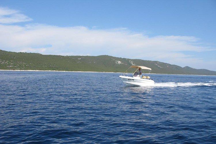 Boat rental in Ugljan,