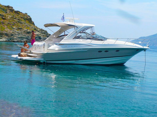 Unwind and take an exceptional day tour on a luxurious motor yacht