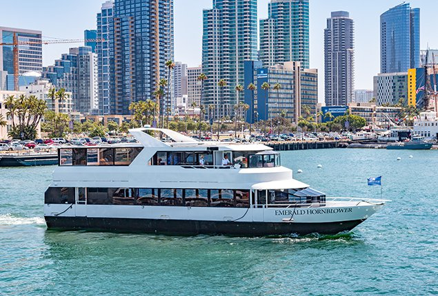 Discover San Diego surroundings on this Custom Skipperliner boat