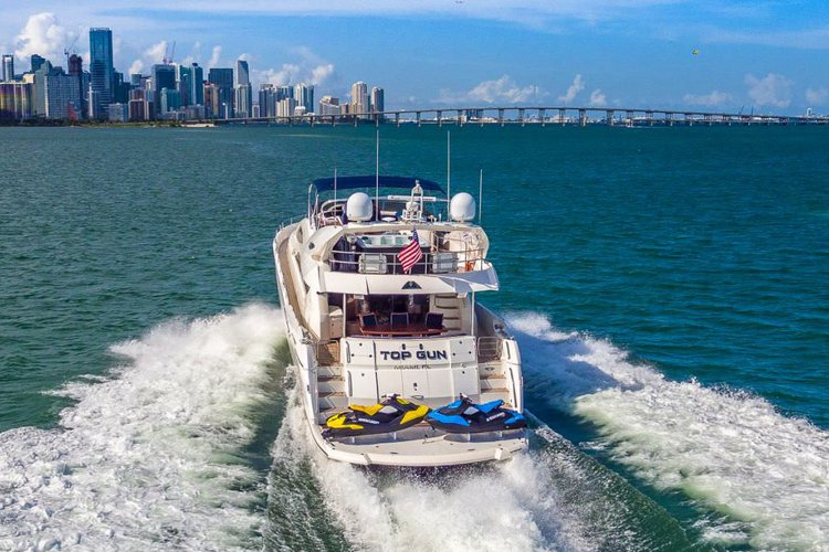 Discover Miami Beach surroundings on this Flybridge Sunseeker boat
