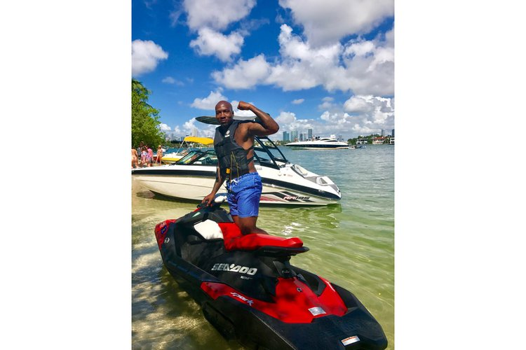 Discover Miami Beach surroundings on this AR195 Yamaha boat