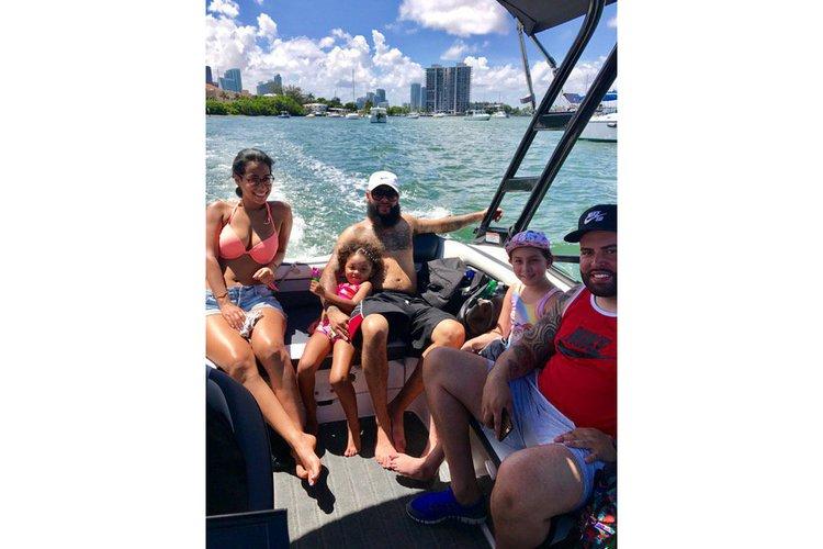 This 19.0' Yamaha cand take up to 6 passengers around Miami Beach
