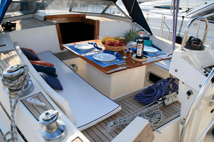 Up to 8 persons can enjoy a ride on this Motorsailer boat