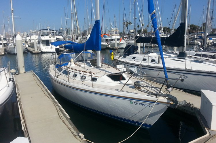 This 34.0' Catalina Yachts cand take up to 6 passengers around San Diego