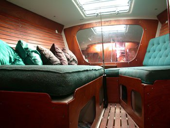 This 47.0' Custom cand take up to 25 passengers around San Francisco