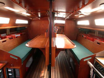 Up to 25 persons can enjoy a ride on this Sloop boat