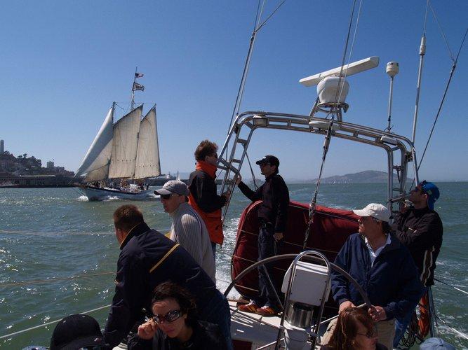 Discover San Francisco surroundings on this Santa Cruz 50 Custom boat