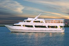 Have fun in Los Angeles on a Luxurious motor yacht