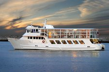 Enjoy cruising in Los Angeles on a splendid motor yacht