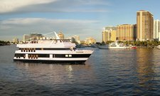 Dine & Wine in Florida onvoard this splendid motor yacht