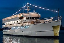 Have fun in California on a legendary yacht