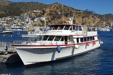 Rent a elegant motor yacht in Long Beach