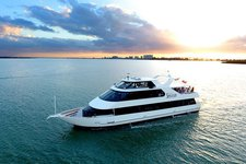 Rent a luxurious motor yacht in Tampa, Florida