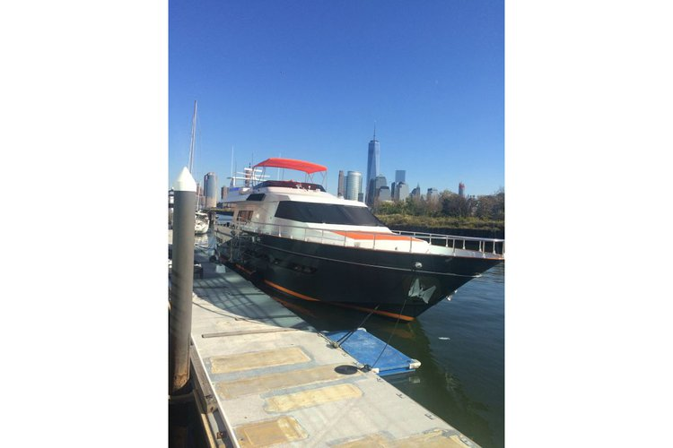 Boating is fun with a Motor yacht in New York