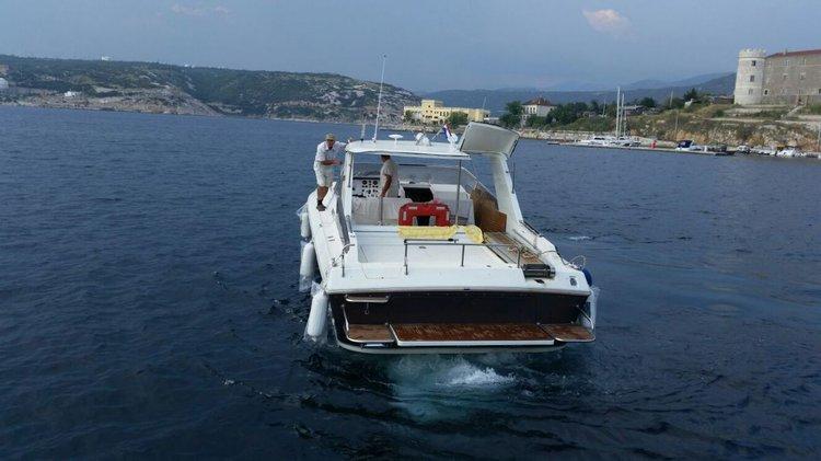 This 41.0' Bruno Abatte cand take up to 6 passengers around Šibenik region