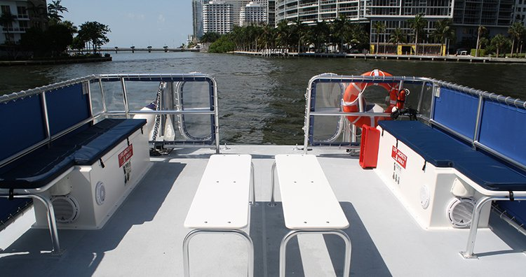 Discover Miami surroundings on this Custom Corinthian boat