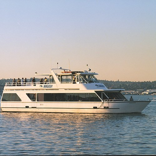 This 111.0' Custom cand take up to 100 passengers around Seattle