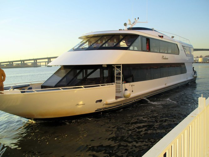 This 117.0' Custom cand take up to 130 passengers around Hoboken