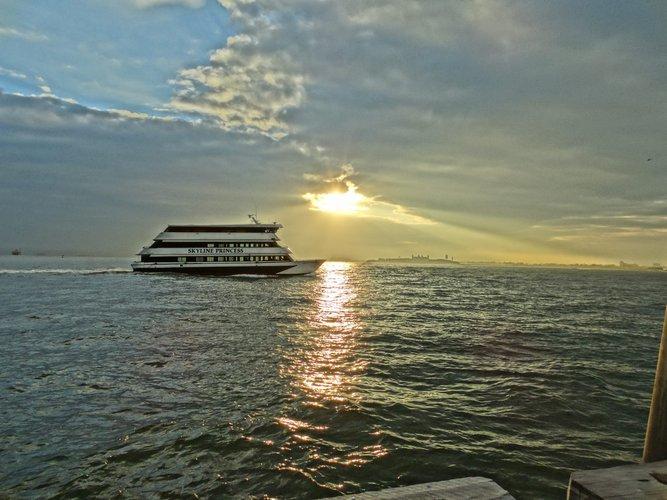 Motor yacht boat rental in Flushing, NY
