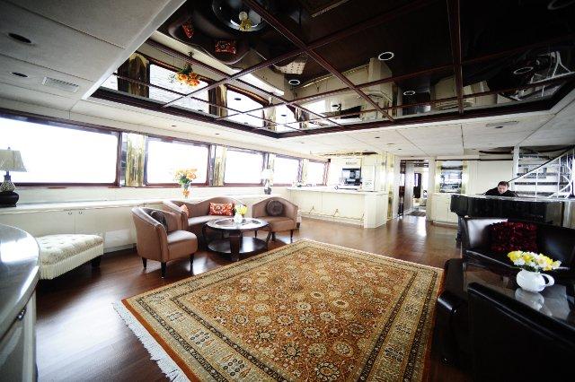 Discover Hoboken surroundings on this Custom Custom boat