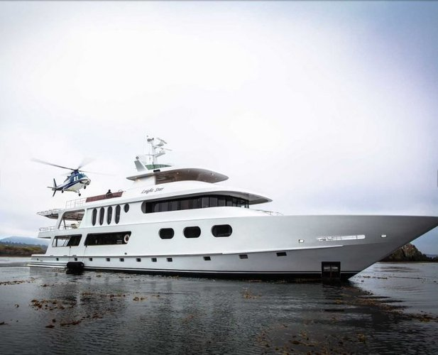 Discover San Diego surroundings on this Custom Custom boat