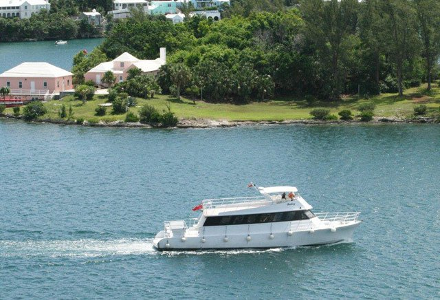 Discover St. Georges surroundings on this Custom Custom boat