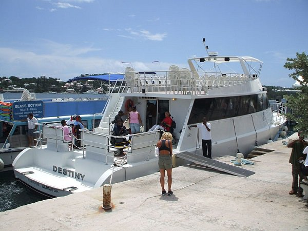 Motor yacht boat for rent in St. Georges
