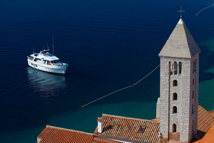 Boating is fun with a Motor yacht in Dubrovnik region