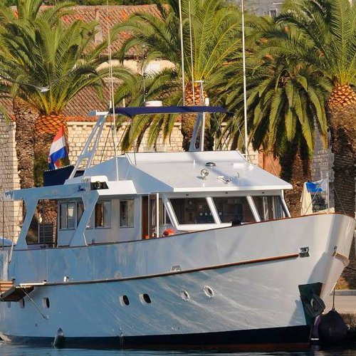 Discover Dubrovnik region surroundings on this M/Y Louise Custom Made boat