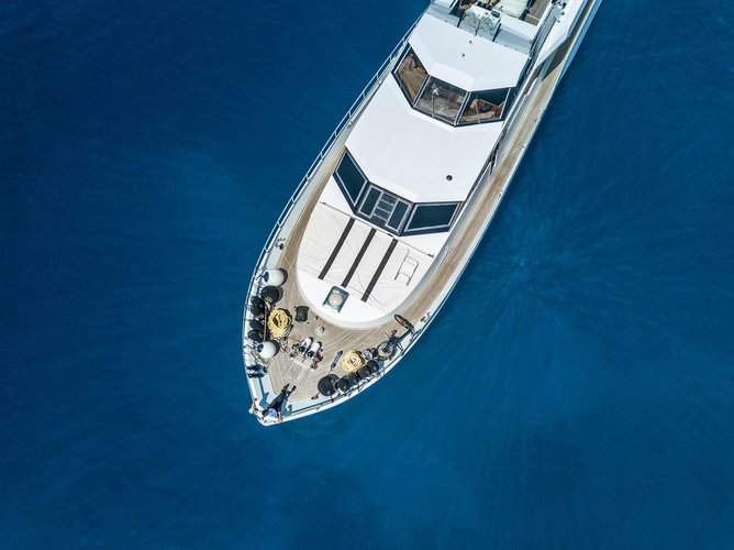Motor yacht boat for rent in Piraeus